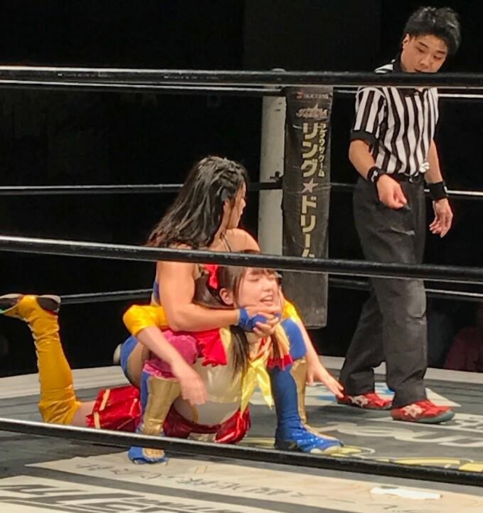 """ドルオタ、東京女子プロレスに流れ着く……""""クビドル""""伊藤ちゃんとチェキを撮ろう"""